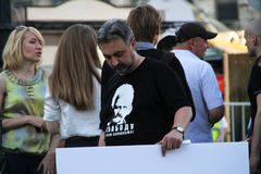 The human rights activist Yury Dzhibladze in a t-shirt in support of the Belarusian political prisoner Ales Belyatsky Royalty Free Stock Photos