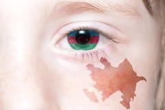 Human& x27; s twarz z flaga państowowa i mapą Azerbaijan Zdjęcie Royalty Free