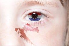 Human& x27; 与克罗地亚的国旗和地图的s眼睛 库存图片