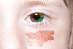 Human& x27; 与几内亚比绍的国旗和地图的s面孔 库存照片
