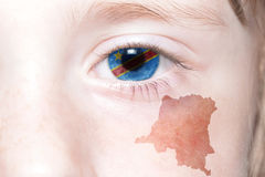 Human& x27; 与刚果民主共和国的国旗和地图的s面孔 图库摄影