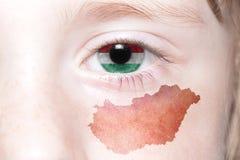 Human& x27; 与匈牙利的国旗和地图的s眼睛 免版税图库摄影