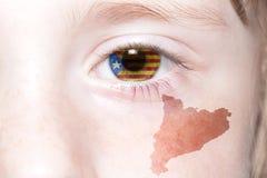 Human& x27; 与卡塔龙尼亚的国旗和地图的s面孔 库存照片