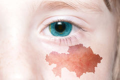 Human& x27; 与哈萨克斯坦国旗和地图的s面孔  免版税库存照片