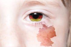 Human& x27; 与德国的国旗和地图的s眼睛 库存照片