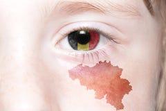 Human& x27; 与比利时的国旗和地图的s眼睛 免版税库存图片
