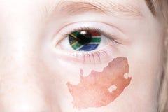 Human& x27; s gezicht met nationale vlag en kaart van Zuid-Afrika Royalty-vrije Stock Foto's