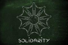 Humanidad que lleva a cabo las manos alrededor del planeta, concepto de solidaridad Imagenes de archivo