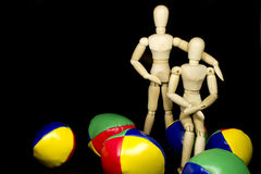 Humanoid couple hugging with juggling balls Royalty Free Stock Photos