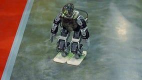 Humanoidrobotdans arkivfilmer