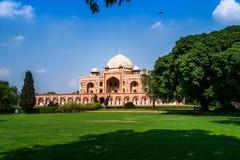 Humayun-` s Grab, Delhi mit blauem Himmel stockfotos