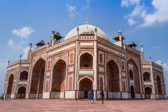 Humayun Tomb med isolerad blå himmel Royaltyfri Foto