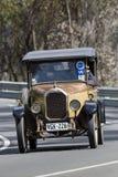 Humber 1926 9/20 путешественников управляя на проселочной дороге Стоковые Фотографии RF