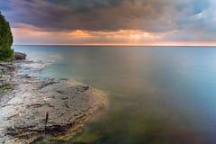 Humeurig Meer Michigan Dawn stock foto
