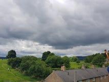 Humeurige hemel over chatsworthlandgoed Stock Foto's