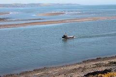 Hummer- eller fiskkorgfiskebåt som går tillbaka till port Arkivfoto