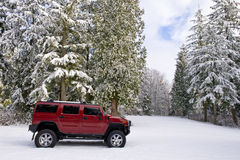 Hummer H2 dans la neige Photos libres de droits
