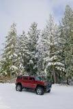 Hummer H2 in de sneeuw stock afbeeldingen