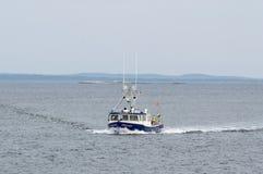 HummerfartygIntimidator som går tillbaka till Fairhaven Royaltyfria Foton