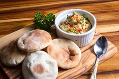 Hummus που ολοκληρώνεται με την πάπρικα στοκ φωτογραφίες με δικαίωμα ελεύθερης χρήσης