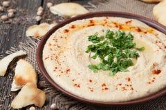 Hummus, υγιή λιβανέζικα παραδοσιακά κρεμώδη τρόφιμα Στοκ εικόνα με δικαίωμα ελεύθερης χρήσης