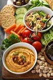 Hummus и диск овощей с салатом зерна Стоковое фото RF