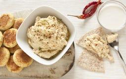 自创Hummus和沙拉三明治 免版税库存图片