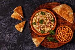 Hummus clássico na placa Fotografia de Stock Royalty Free