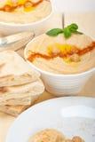 Hummus com pão do pão árabe Imagem de Stock Royalty Free