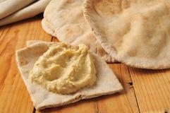Hummus con il pane della pita Fotografia Stock