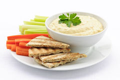 Hummus con il pane e le verdure di pita Fotografie Stock Libere da Diritti