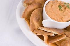 Hummus con pita Imagen de archivo libre de regalías