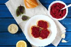Hummus de las remolachas Foto de archivo libre de regalías