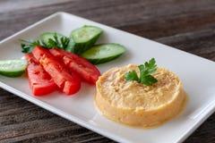 Hummus - ein Imbiss gemacht vom Kichererbsenpüree, die normalerweise einschließen stockfotos