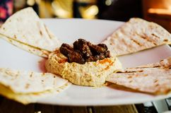 Hummus and flat bread Royalty Free Stock Photos