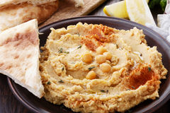 Hummus with flatbread Royalty Free Stock Photos