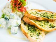 hummus met knoflookbrood Royalty-vrije Stock Afbeelding