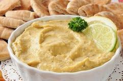 Hummus met pitabroodjewiggen royalty-vrije stock afbeelding