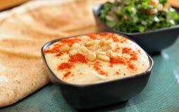 Hummus met tabbouleh Royalty-vrije Stock Foto