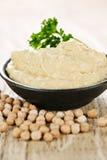 Hummus mit Kichererbsen lizenzfreie stockfotografie