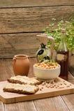 Hummus no pão Imagens de Stock