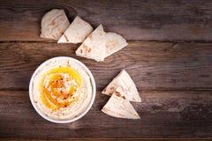 Hummus och pitabröd Fotografering för Bildbyråer