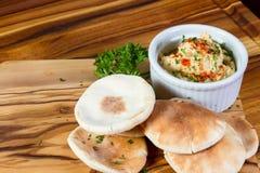 Hummus remató con paprika Fotografía de archivo