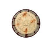 Hummus in zolla libanese tradizionale isolata Fotografia Stock Libera da Diritti