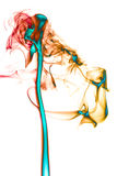 Humo abstracto de Colorfull en el fondo blanco artístico Imagen de archivo