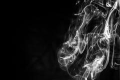 Humo abstracto en un fondo negro Fotografía de archivo libre de regalías