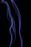 Humo azul aislado en negro Imágenes de archivo libres de regalías