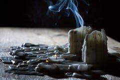 Humo azul con los candls imagenes de archivo