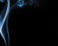 Humo azul en negro Foto de archivo libre de regalías