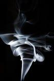 Humo blanco en fondo negro, humo blanco en el fondo negro, fondo del humo, fondo blanco de la tinta, fondo del humo, beautifu Imagen de archivo